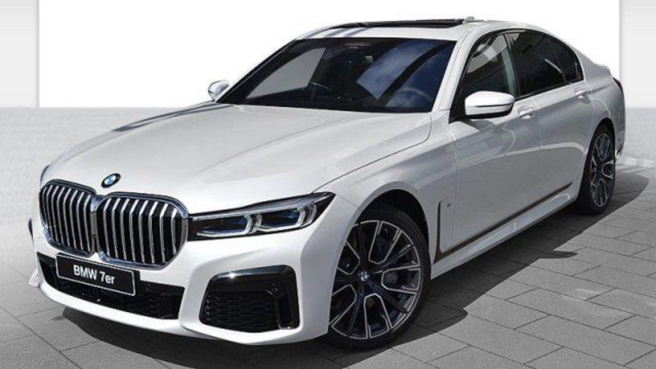 Nouvelle BMW Serie 7 restylée chez Road Drive leader de la location de voiture avec chauffeur dans l'événementiel